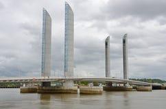 Puente movible moderno en Burdeos francés de la ciudad Fotos de archivo libres de regalías