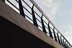 Puente negro que lleva en nada fotos de archivo libres de regalías