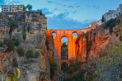 Puente Nuevo, ny bro, på natten i Ronda, Spanien Royaltyfri Bild