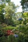 Puente ornamental en los jardines de Abbotsbury Fotografía de archivo libre de regalías