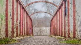 Corra abajo del puente Imágenes de archivo libres de regalías