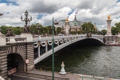 Puente París Francia de Alexander III Foto de archivo libre de regalías