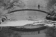 Puente peatonal imágenes de archivo libres de regalías