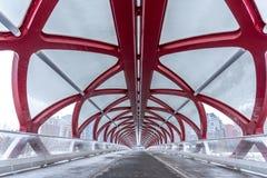 Puente peatonal, Calgary, Alberta fotos de archivo