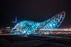 Puente peatonal de la paz sobre el Mtkvari el río Kura en Tbil Imagen de archivo libre de regalías