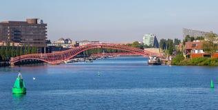 Puente peatonal en Amsterdam imagen de archivo