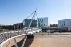 Puente peatonal en Zaragoza, España imagen de archivo