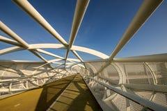 Puente peatonal moderno Foto de archivo libre de regalías