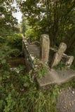 Puente peatonal viejo cerca de Linton Falls Imagenes de archivo