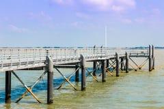 puente pontón moderno Fotos de archivo libres de regalías