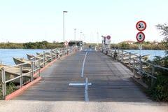 Puente pontón sobre Po di Goro, Italia Fotos de archivo