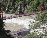 Puente que atraviesa el valle de Fraser Imagen de archivo libre de regalías