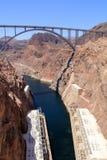 Puente que atraviesa la Presa Hoover Imagen de archivo libre de regalías