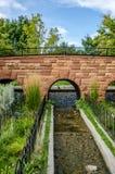 Puente que camina con los arcos Fotografía de archivo