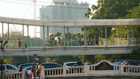 Puente que camina de la gente
