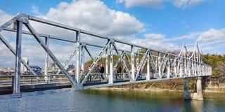 Puente que liga en Japón foto de archivo