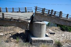 Puente quebrado en Cerdeña foto de archivo