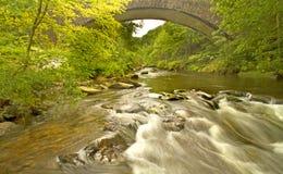 Puente rápido del río Imagen de archivo