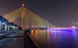 Puente Rama8 en la noche imágenes de archivo libres de regalías