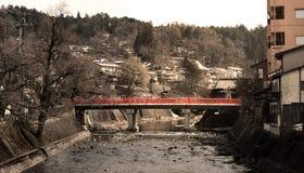 Puente rojo del puente de Nakabashi, Takayama Imagenes de archivo