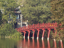 Puente rojo en Hanoi Fotos de archivo libres de regalías