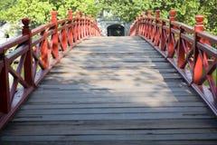 Puente rojo en Hanoi Imagen de archivo
