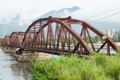 Puente rojo para el tren en Da Nang Imagen de archivo