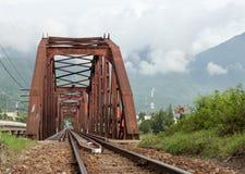 Puente rojo para el tren en Da Nang Fotos de archivo