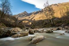 Puente romano en Ceppo Morelli Imágenes de archivo libres de regalías
