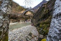 Puente romano en Ceppo Morelli Imagen de archivo libre de regalías