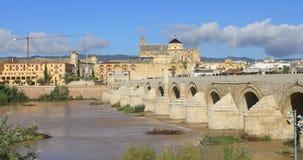 Puente Romanobro och Moské-domkyrka av Cordoba stock video