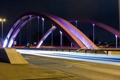 Puente rosado del camino en la noche Imagen de archivo libre de regalías