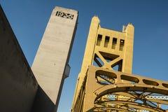 Puente Sacramento vieja de la torre Foto de archivo