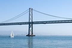 Puente San Francisco de la bahía de Oakland imagenes de archivo