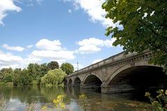 Puente serpentino en Hyde Park Imagen de archivo