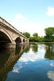 Puente serpentino en Hyde Park Fotografía de archivo libre de regalías
