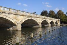 Puente serpentino en Hyde Park Foto de archivo