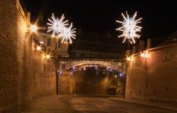 Puente Sibiu de la calle de las luces de la Navidad Imágenes de archivo libres de regalías