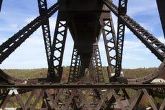 Puente Skywalk de Kinzau y parque de estado Foto de archivo