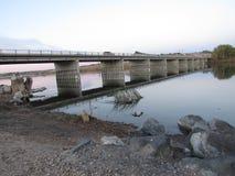 Puente sobre el agua Fotos de archivo