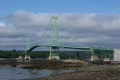 Puente sobre el agua del problema Foto de archivo libre de regalías