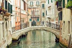 Puente sobre el canal Fotos de archivo libres de regalías