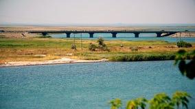 Puente sobre el estrecho de Henichesk o de Tonkyi almacen de metraje de vídeo