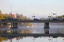 Puente sobre el lago Vanaja en Hämeenlinna Fotos de archivo libres de regalías