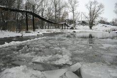 Puente sobre el río Imágenes de archivo libres de regalías