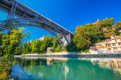 Puente sobre el río de Aare en Berna, Suiza Fotos de archivo libres de regalías