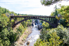 Puente sobre el río de Ausable cerca de Keeseville, Nueva York Imágenes de archivo libres de regalías
