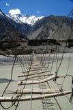 Puente sobre el río de Hunza imagen de archivo libre de regalías