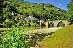 Puente sobre el río de Truyere, Francia fotografía de archivo
