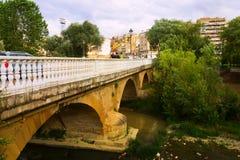 Puente sobre el río del Tiron en el Haro, La Rioja españa Imagenes de archivo